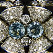 Gyémánt és topáz köves platina bross