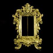 Historizáló stílusú bronz asztali fényképtartó