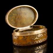 Ovális szaru szelence tausírozott arany díszítéssel