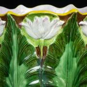 Fajansz virágkaspó tavirózsákkal