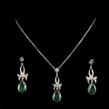 Smaragd és gyémánt köves ékszergarnitúra