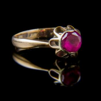 Arany gyűrű üveg kővel