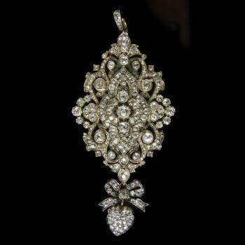 Gyémánt köves arany bross / medál masnis szív függővel