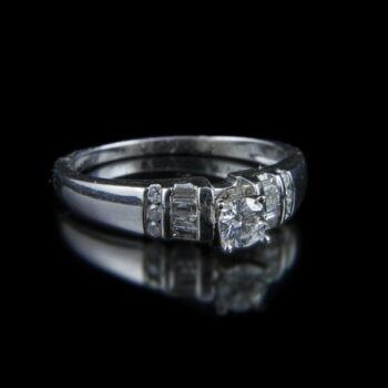 Eljegyzési gyűrű  gyémánt kövekkel (0.35 ct)
