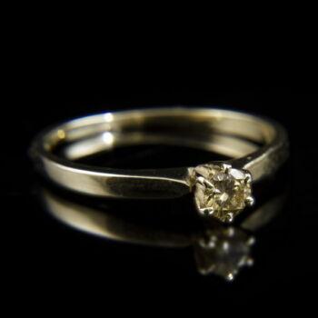 14 karátos fehérarany eljegyzési gyűrű hatkarmos foglalatban gyémánt kővel (0.19 ct)