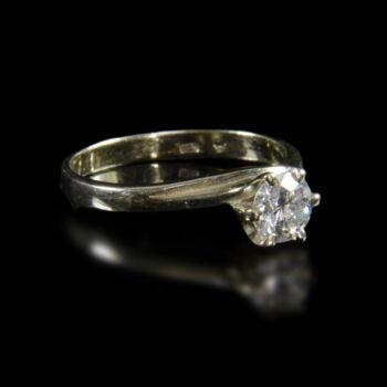 14 karátos fehérarany eljegyzési gyűrű hatkarmos foglalatban gyémánt kővel (0.50 ct)