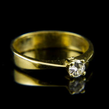 14 karátos sárgaarany eljegyzési gyűrű négykarmos foglalatban gyémánt kővel (0.18 ct)