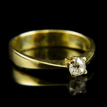 14 karátos sárgaarany eljegyzési gyűrű régi csiszolású gyémánt kővel (0.34 ct)