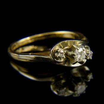14 karátos sárgaarany gyűrű 3 darab gyémánt kővel