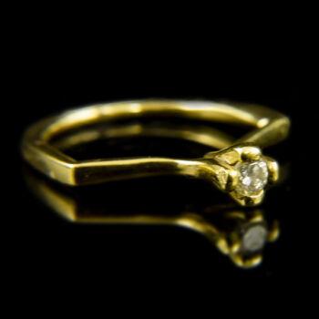 18 karátos sárgaarany eljegyzési gyűrű briliáns csiszolású gyémánt kővel (0.15 ct)