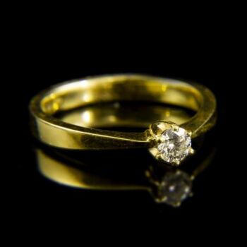 18 karátos sárgaarany eljegyzési gyűrű briliáns csiszolású gyémánt kővel (0.22 ct)