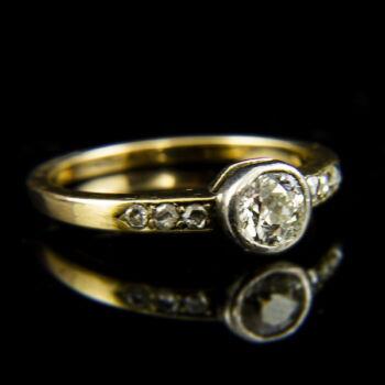 9 karátos szoliter fazonú gyűrű régi csiszolású gyémánt kővel (0.50 ct)