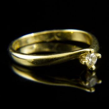 Sárgaarany eljegyzési gyűrű briliáns csiszolású gyémánt kővel (0.13 ct)