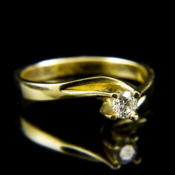 Sárgaarany eljegyzési gyűrű briliáns csiszolású gyémánt kővel (0.19 ct)