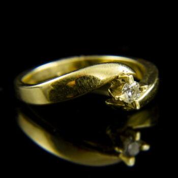 Sárgararany eljegyzési gyűrű négykarmos foglalatban briliáns csiszolású gyémánt kővel (0.17 ct)