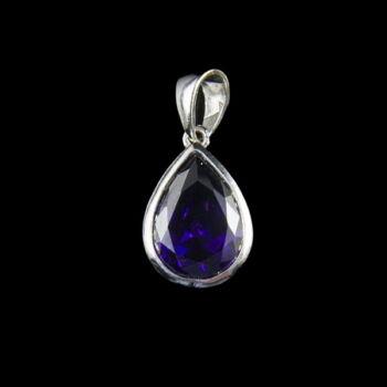 Ezüst csepp alakú medál lila üveg kővel
