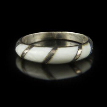 Ezüst gyűrű csont berakással