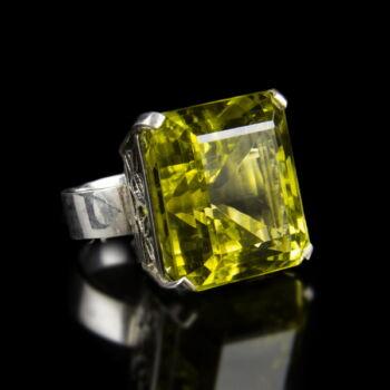Ezüst gyűrű sárgászöld üvegkővel