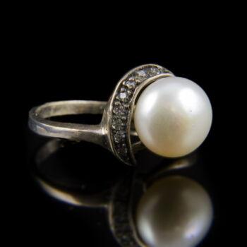 Ezüst gyűrű tenyésztett gyönggyel és cirkónia kövekkel