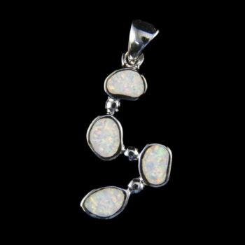 Ezüst medál szintetikus opál kövekkel