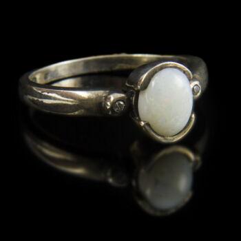 Ezüst nemesopál gyűrű cirkóniával
