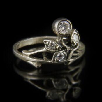 Ezüst virágos gyűrű cirkónia kövekkel
