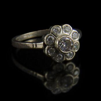Rozetta fazonú ezüst gyűrű cirkóniával