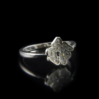 Sterling ezüst gyűrű leveles gyűrűfejben üveg kövekkel