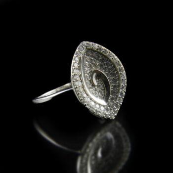 Sterling ezüst gyűrű navett fejben üveg kövekkel
