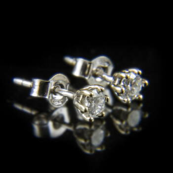 Fülbevaló pár gyémánttal