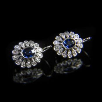 Rozetta fazonú zafír fülbevaló pár achtkant gyémántokkal
