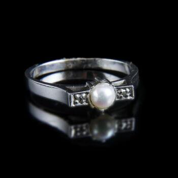 Fehérarany gyűrű gyönggyel és apró gyémántokkal