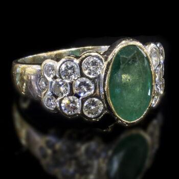 Fehérarany gyűrű smaragd és gyémánt kövekkel