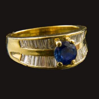 Gyűrű zafír kővel, trapéz gyémántokkal