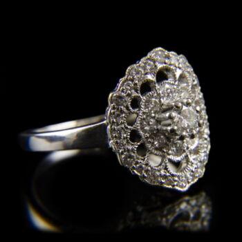 Áttört rozetta fazonú gyémánt köves platina gyűrű