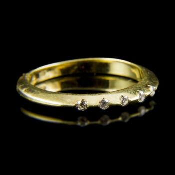 14 karátos arany gyűrű 5 db apró gyémánttal