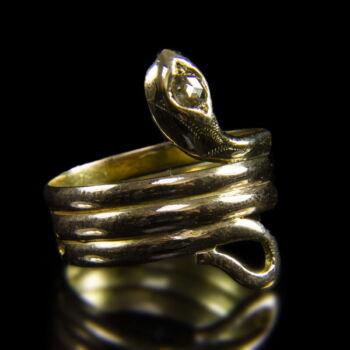 14 karátos arany kígyós gyűrű gyémánt kővel