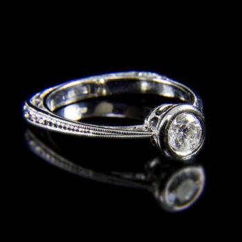 14 karátos fehérarany gyűrű bouton foglalatban gyémánt kővel