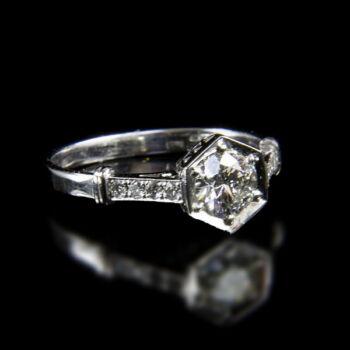14 karátos szoliter fazonú fehérarany gyűrű gyémánt kövekkel