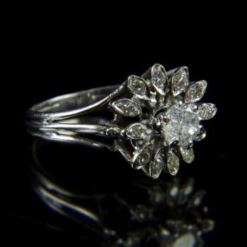 18 karátos fehérarany női gyűrű gyémánt kövekkel
