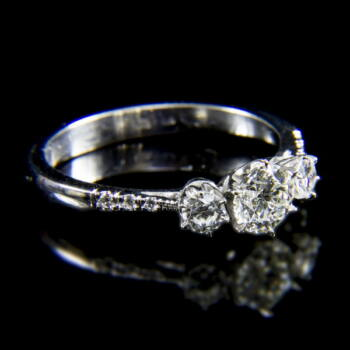 Alliance fazonú fehérarany gyűrű briliáns csiszolású gyémánt kövekkel