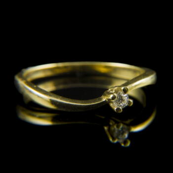 Arany eljegyzési gyűrű briliáns csiszolású gyémánt kővel (0.08 ct)