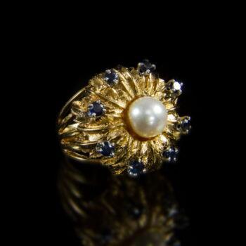 Arany gyűrű gyöngygyel és zafírokkal