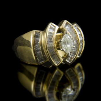 Arany gyűrű navett briliánssal és baguette gyémántokkal