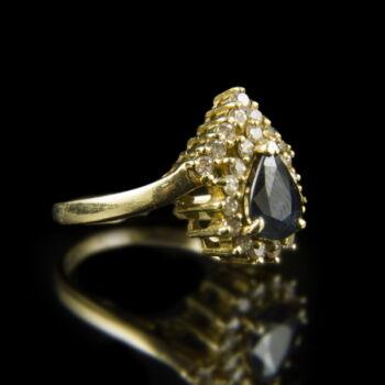 Arany gyűrű zafír és gyémánt kövekkel