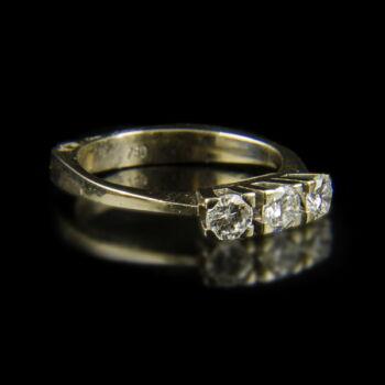 Fehérarany alliance gyűrű 3 db gyémánt kővel