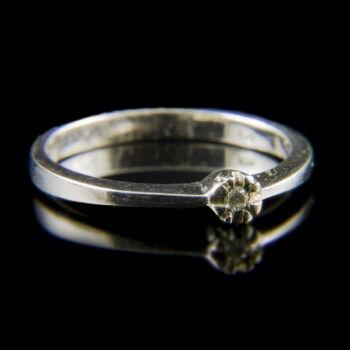 Fehérarany eljegyzési gyűrű apró gyémánt kővel