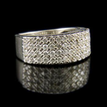 Fehérarany gyűrű apró gyémánt kövekkel