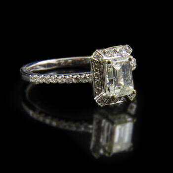 Fehérarany gyűrű smaragd csiszolású gyémánt kővel
