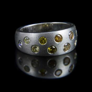 Fehérarany gyűrű színes gyémánt kövekkel